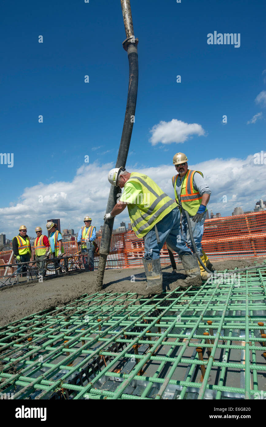 Workers pouring concrete for new highway overpass on I-95 Harbor Crossing Project. - Stock Image