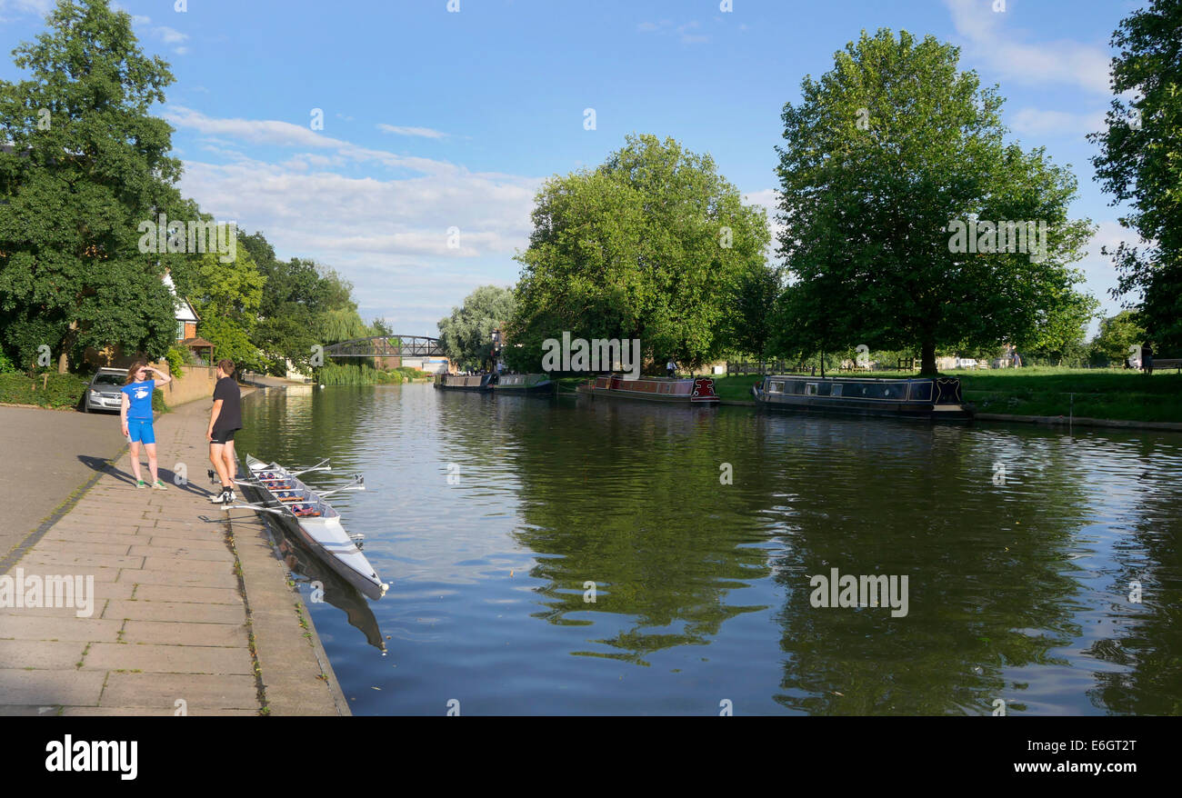 Rowers and doubles at the Queens College Boat House, River Cam, Victoria Avenue Cambridge England - Stock Image