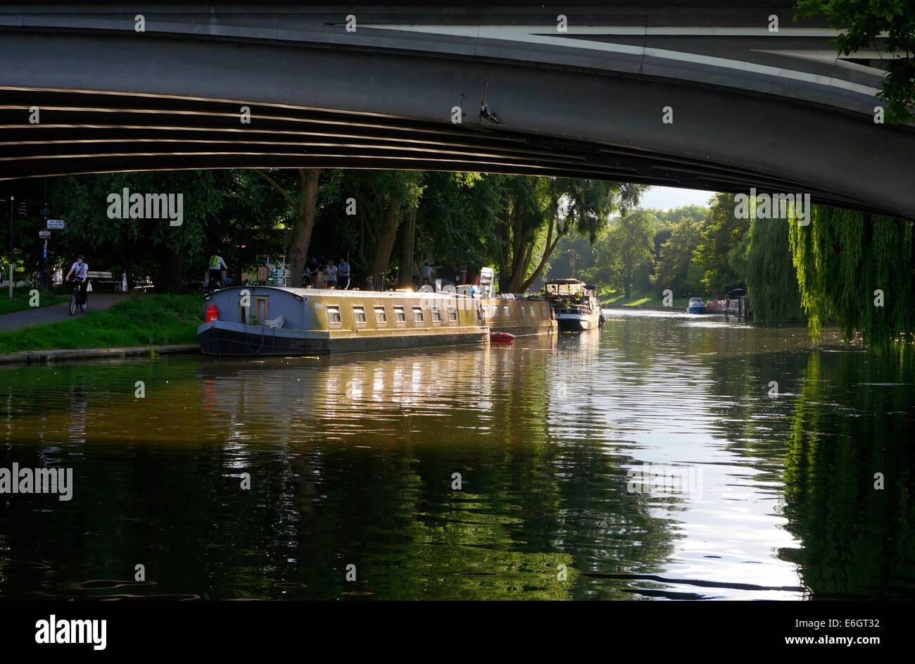 View of the River Cam from Victoria Avenue Bridge, Cambridge England - Stock Image