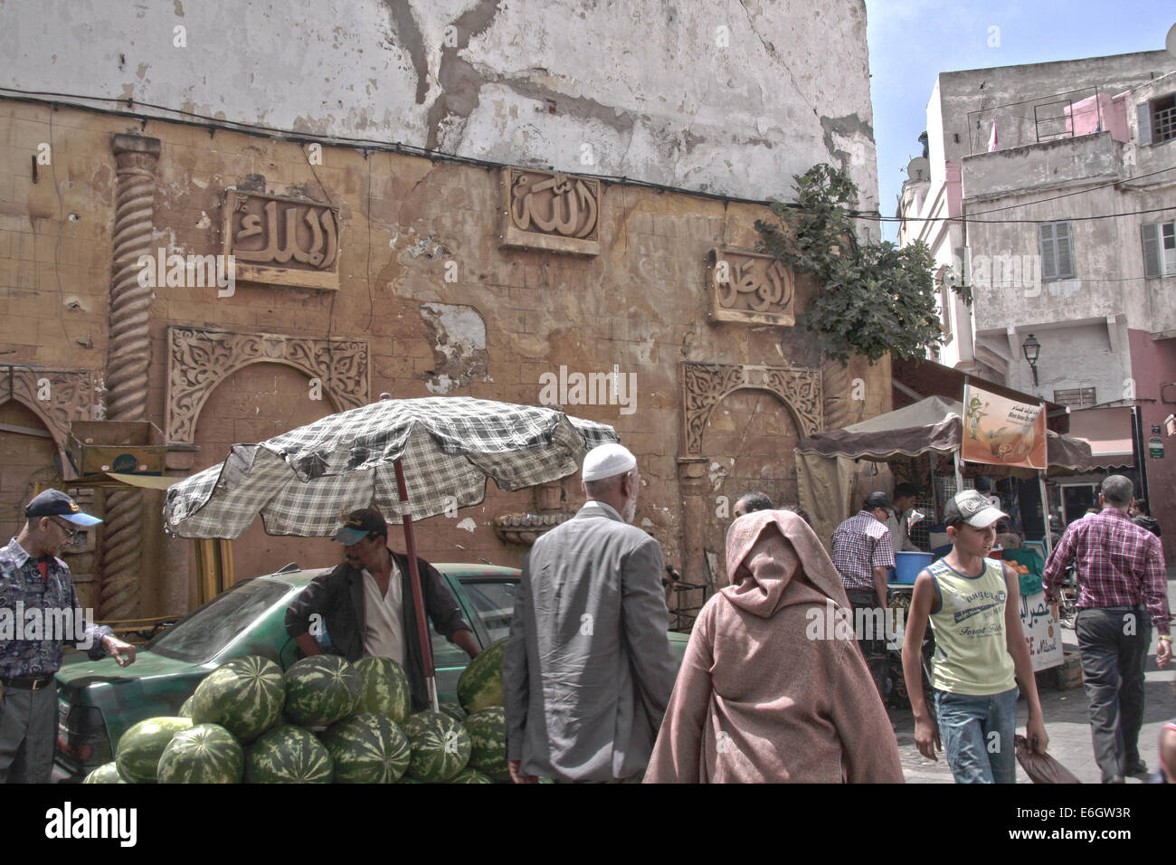 Market in Arabic district with Koren writhing on the wall. - Stock Image