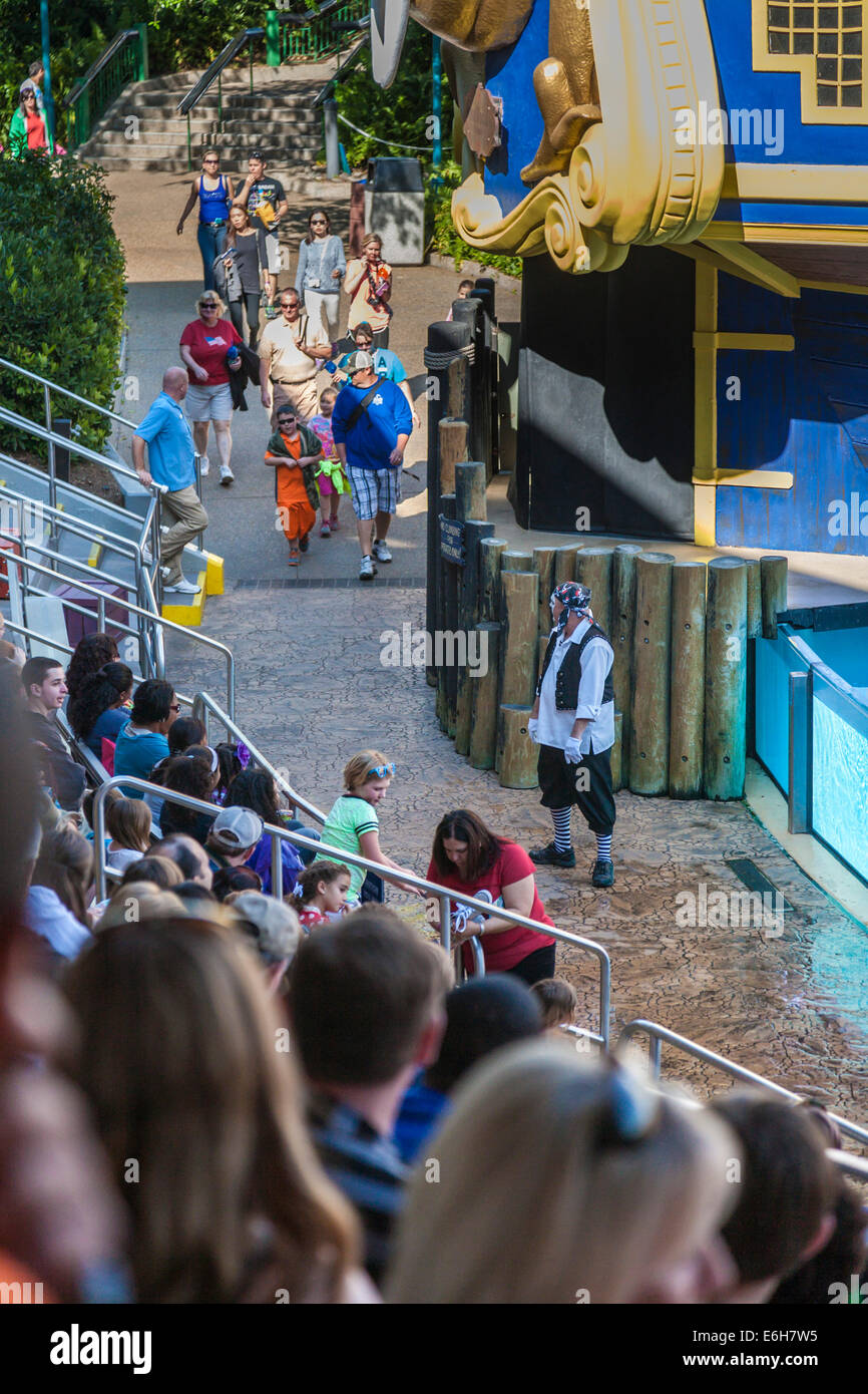 Mime keeps crowd entertained before the Clyde and Seamore animal sea lion show at Sea World in Orlando, Florida Stock Photo