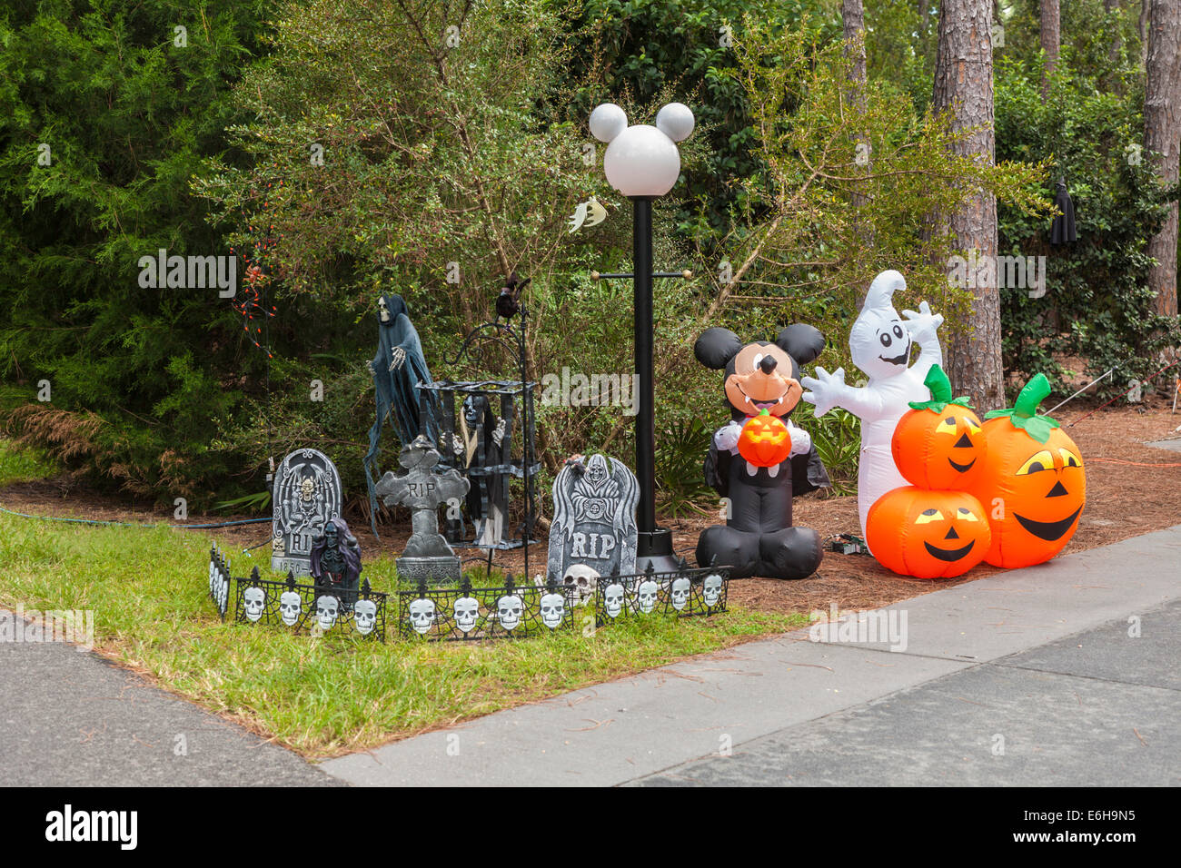 Pumpkins and Mickey Mouse Halloween decorations in Fort Wilderness ...