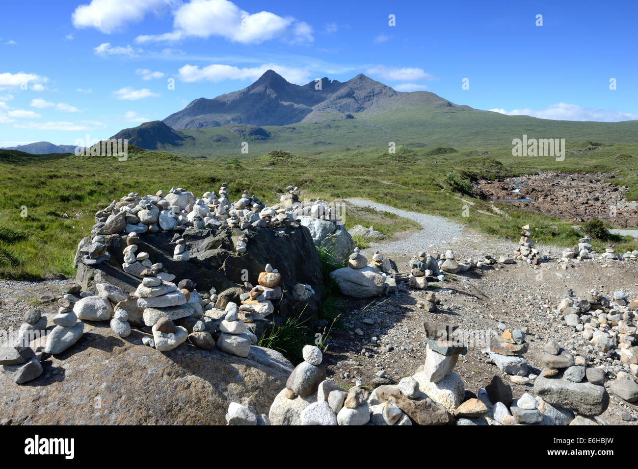 Stones placed on rocks by visitors at Sligachan viewpoint and showing the Black Cuillin ridge on Skye, Scotland - Stock Image