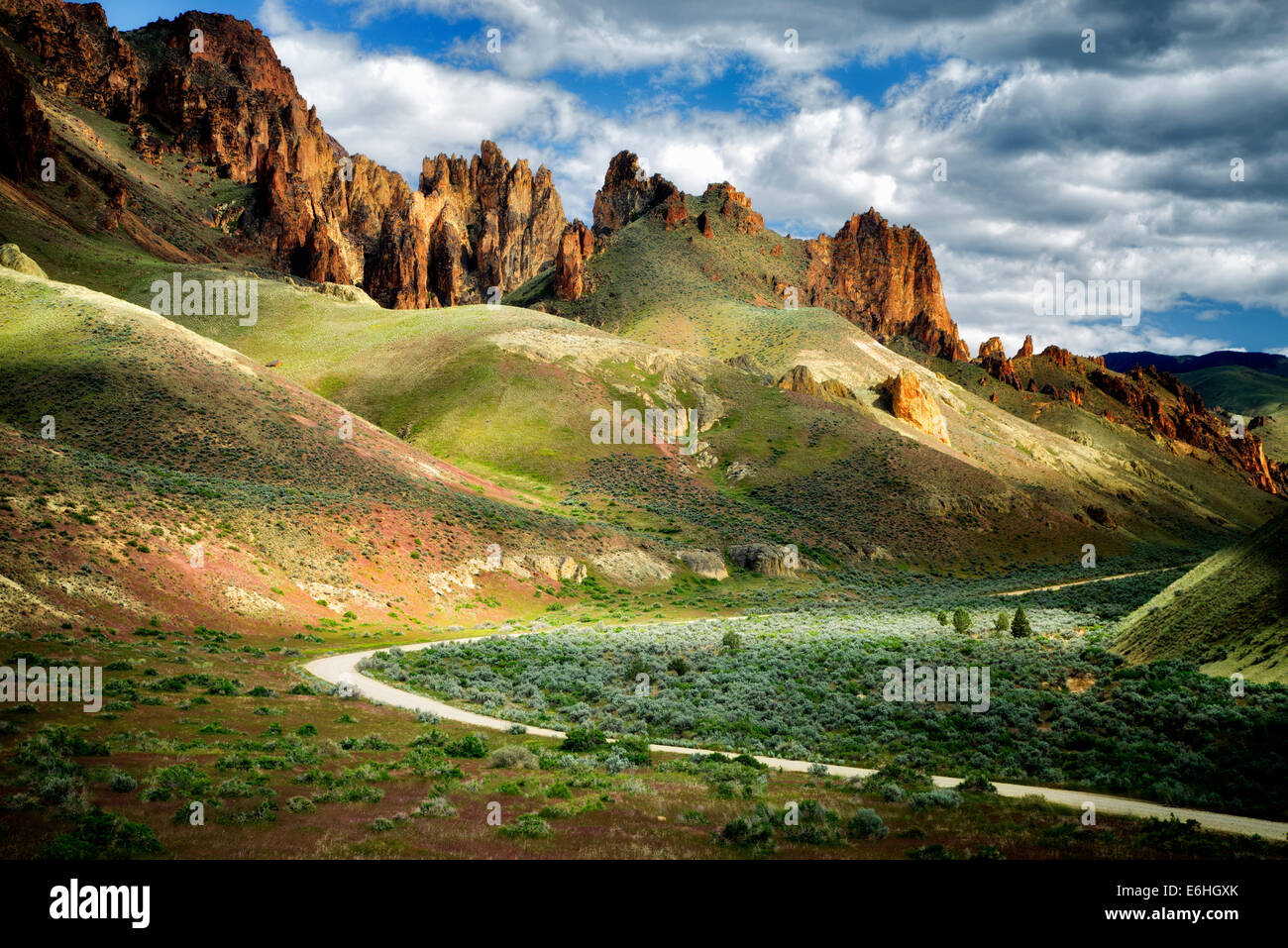 Road and rock formations in Leslie Gultch, Malhuer County, Oregon - Stock Image