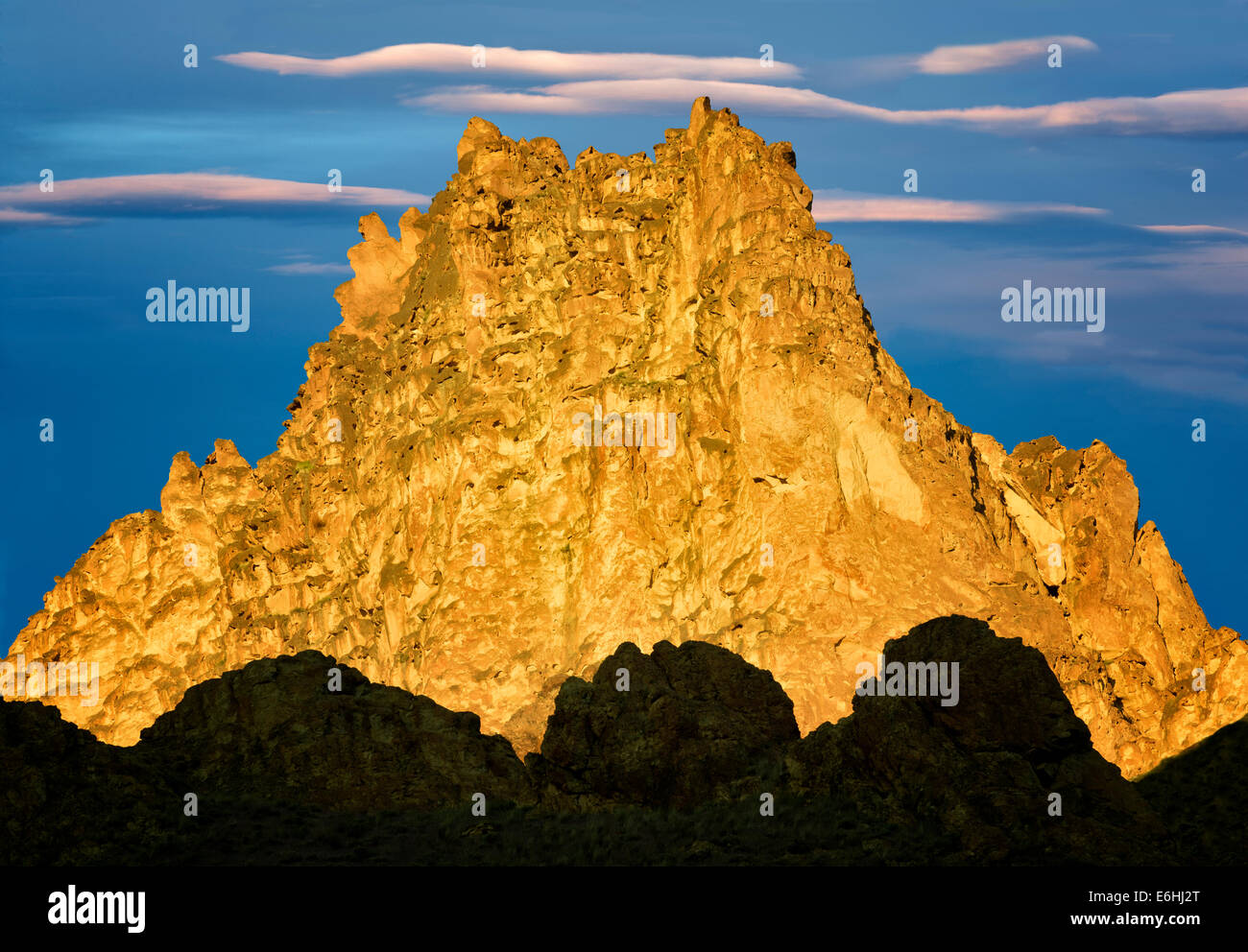 Silhouetted rock formations. Leslie Gultch, Malheur County, Oregon - Stock Image
