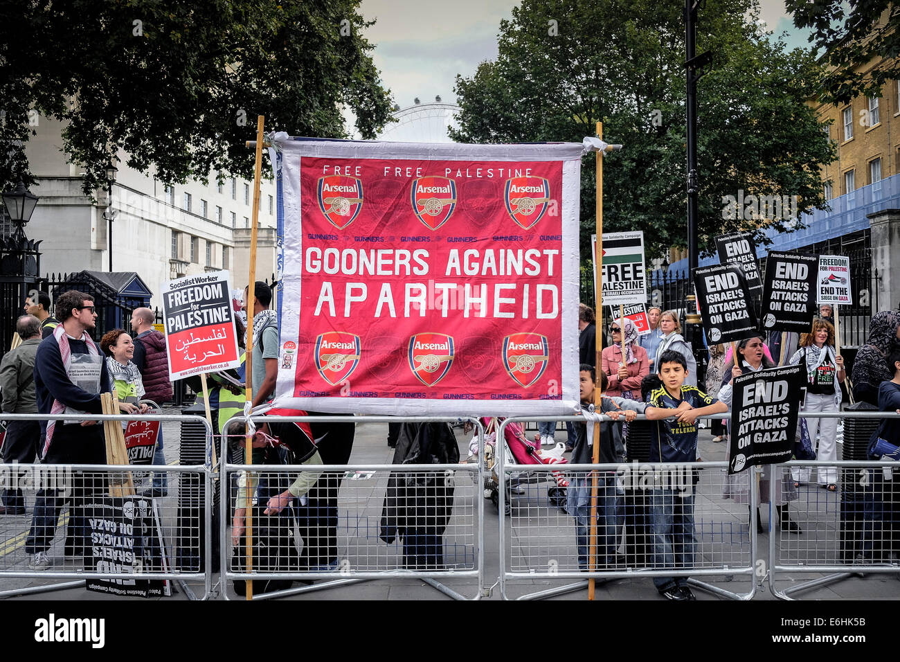Pro-Palestinian protesters demonstrate outside Downing street against arms sales to Israel. - Stock Image