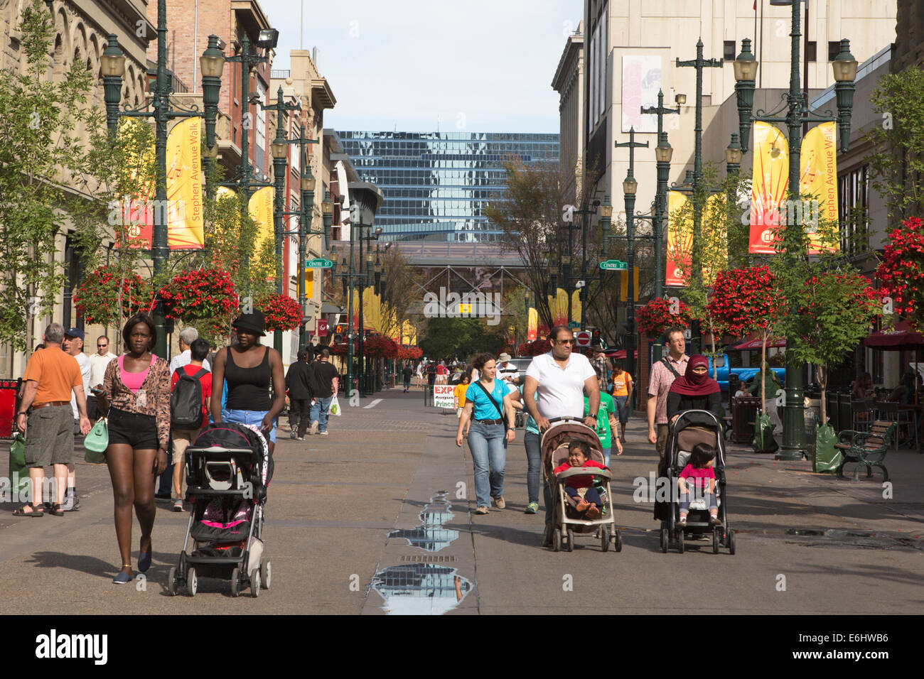 Stephen Avenue pedestrian mall - Stock Image