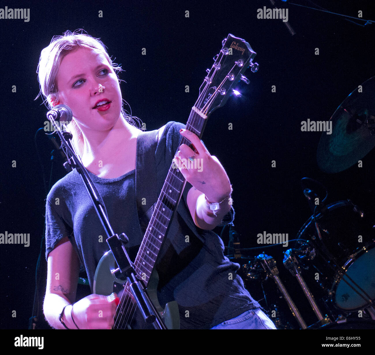 Misty Miller live at the Manchester Academy 17/11/2003 supporting Television, England, UK - Stock Image