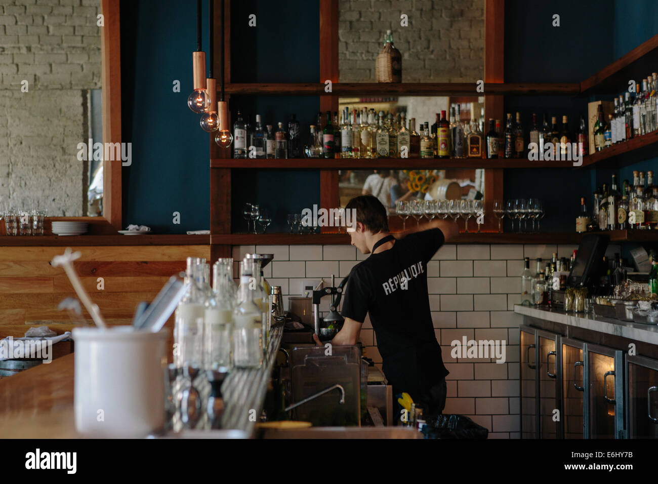 Bartender rinsing glasses at high end restaurant in Los Angeles. - Stock Image