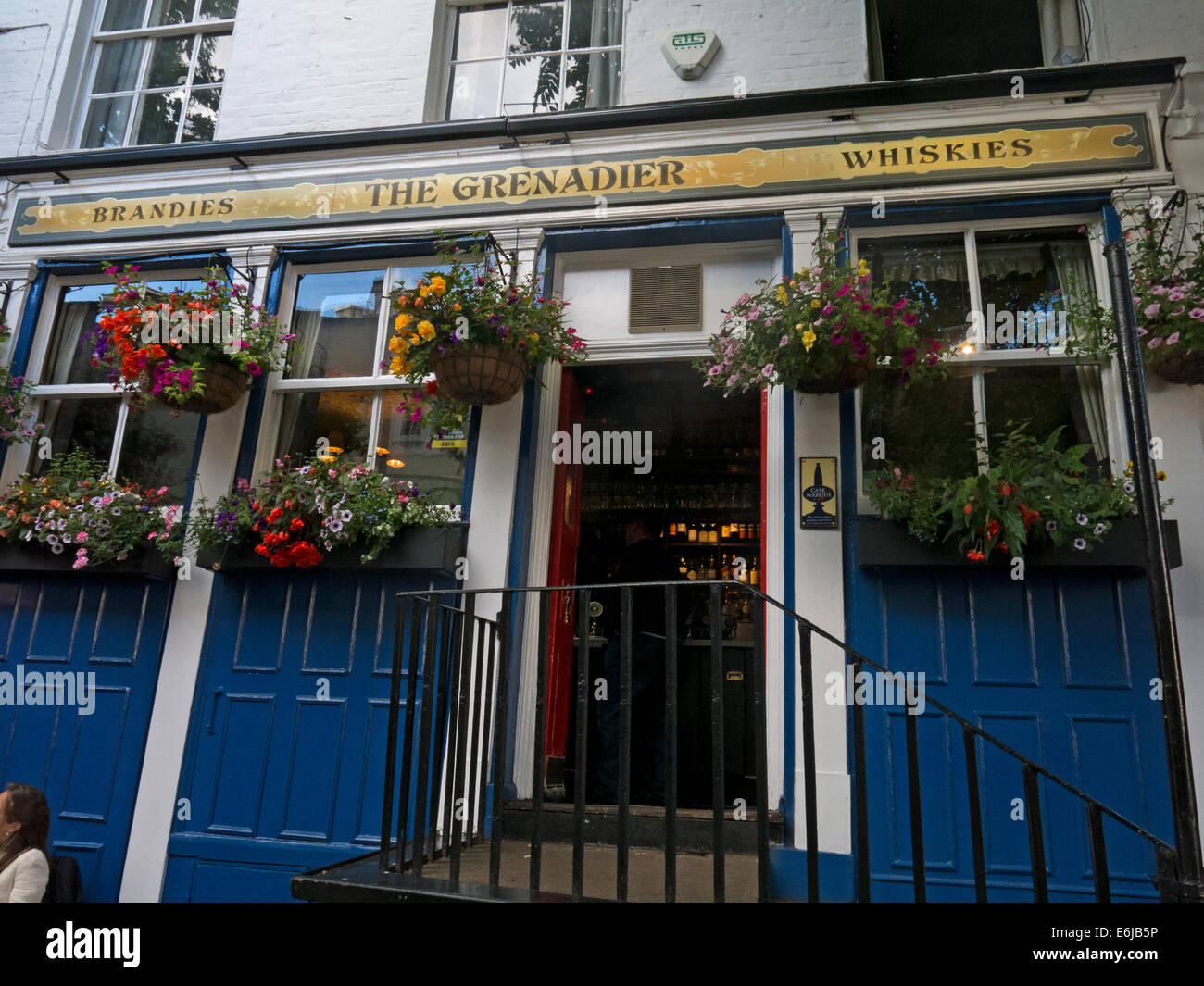 Exterior, The Grenadier Pub,Wilton Row Wilton Mews Belgravia, London, England UK Stock Photo