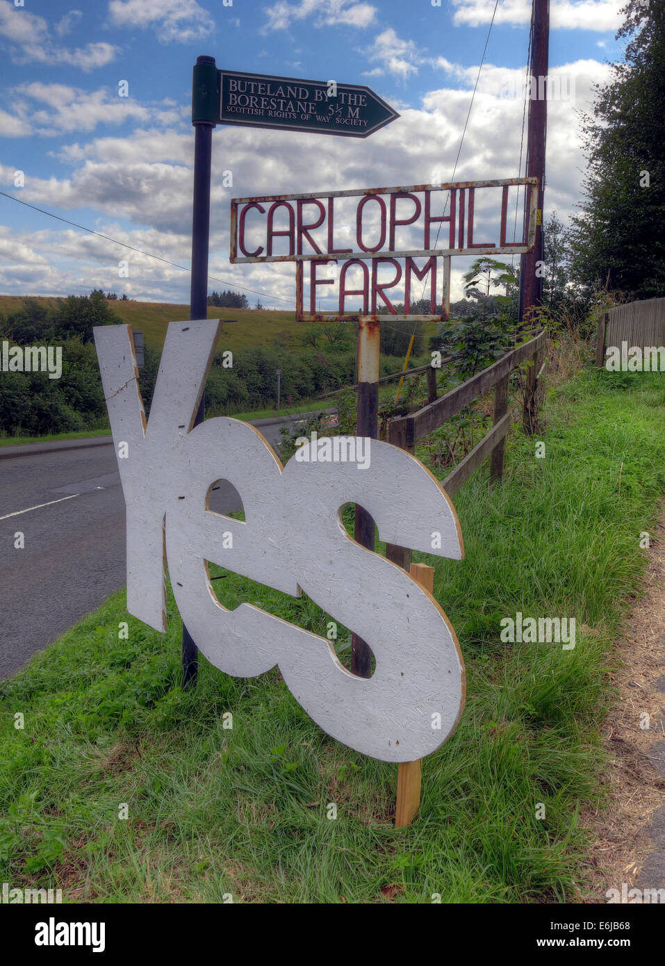 Yes to Scottish independence sign at Carlophill farm, Carlops, Scottish Borders, Scotland September 2014 - Stock Image