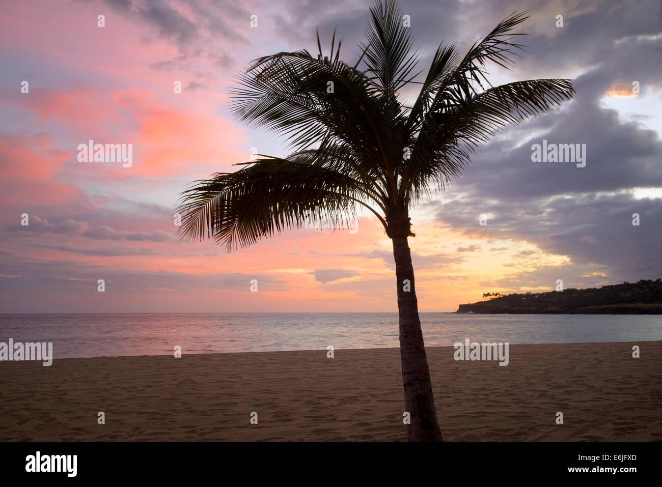 Beach and sunset at Hulopoe Beach. Four Seasons at Manele Bay, Hawaii - Stock Image