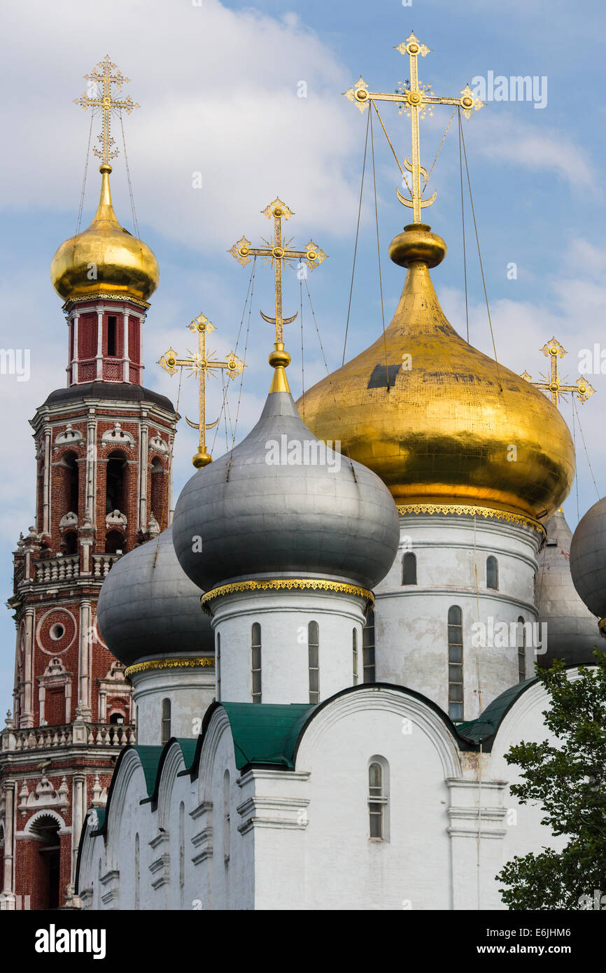 Golden onion domes of the Novodevichy Convent, a 17th century cloister in Moscow, Russia - Stock Image