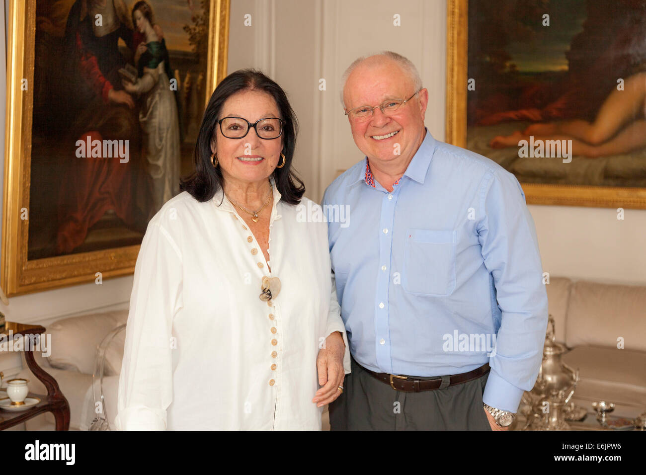 Greek singer NANA MOUSKOURI (left) at her home in Paris with her friend John Henshall (right) - Stock Image