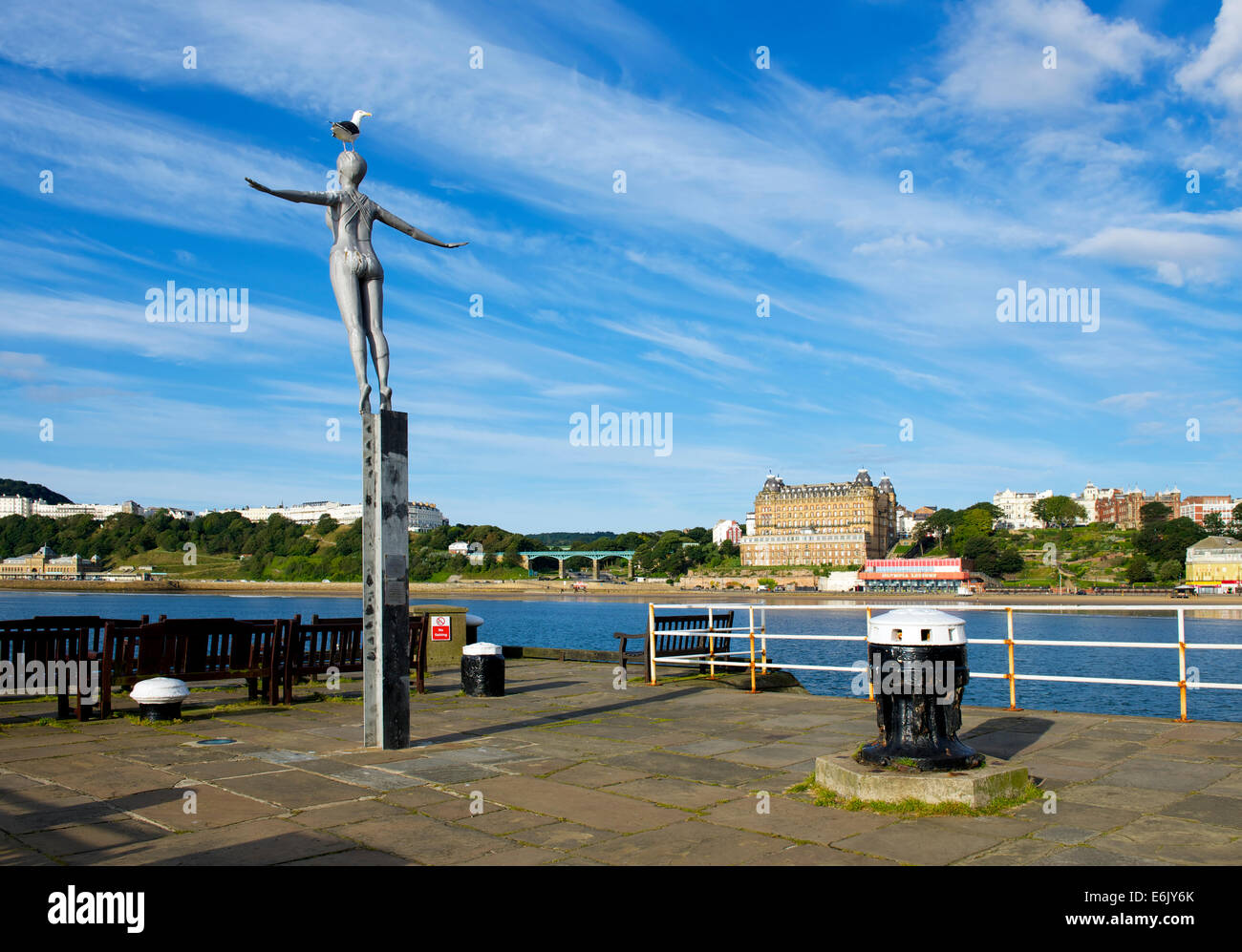 Sculpture - The Bathing Belle - by artist Craig Knowles, at the end of Vincent's Pier, Scarborough, North Yorkshire, - Stock Image