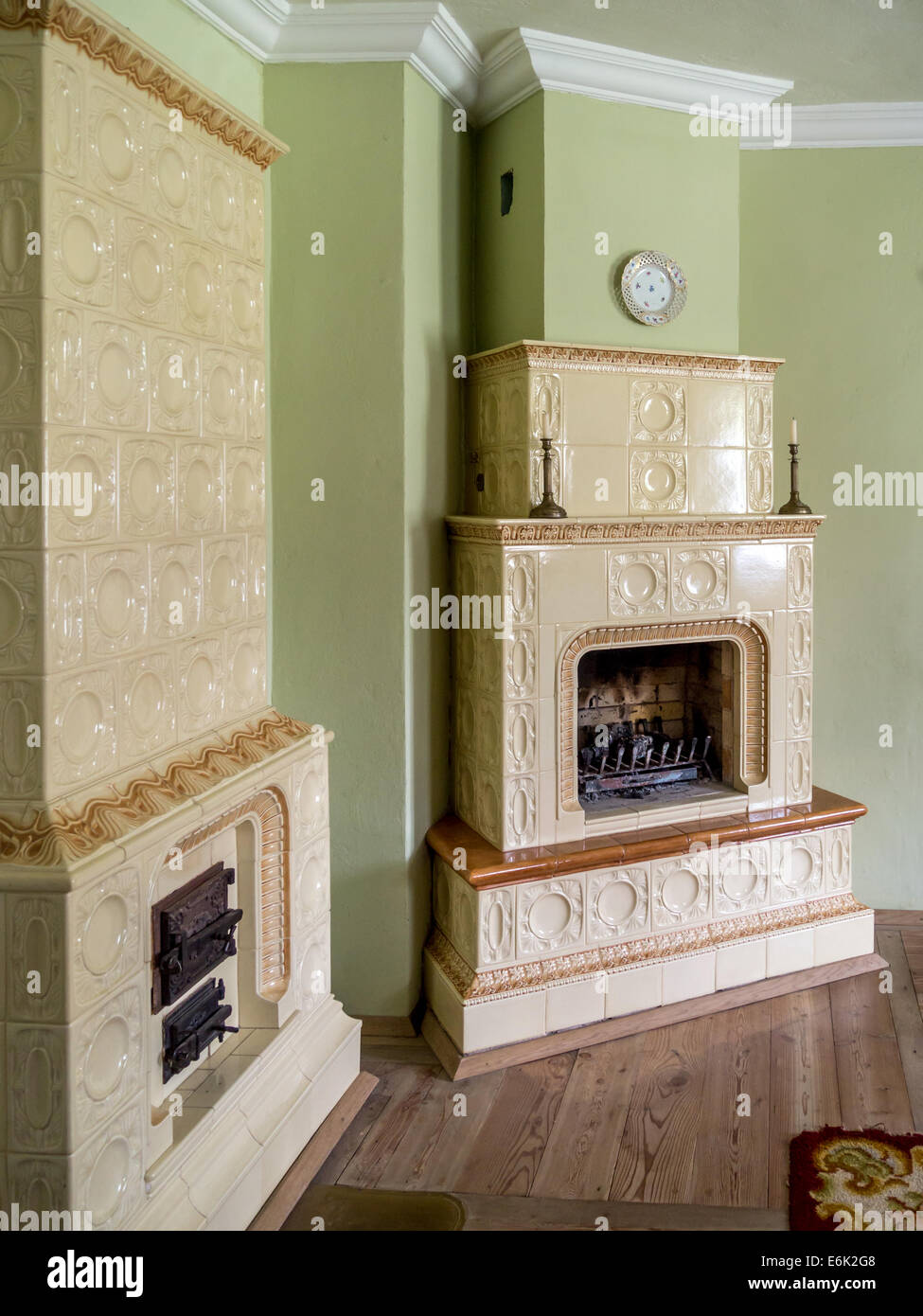 Retro style room with two tiled stoves - Stock Image