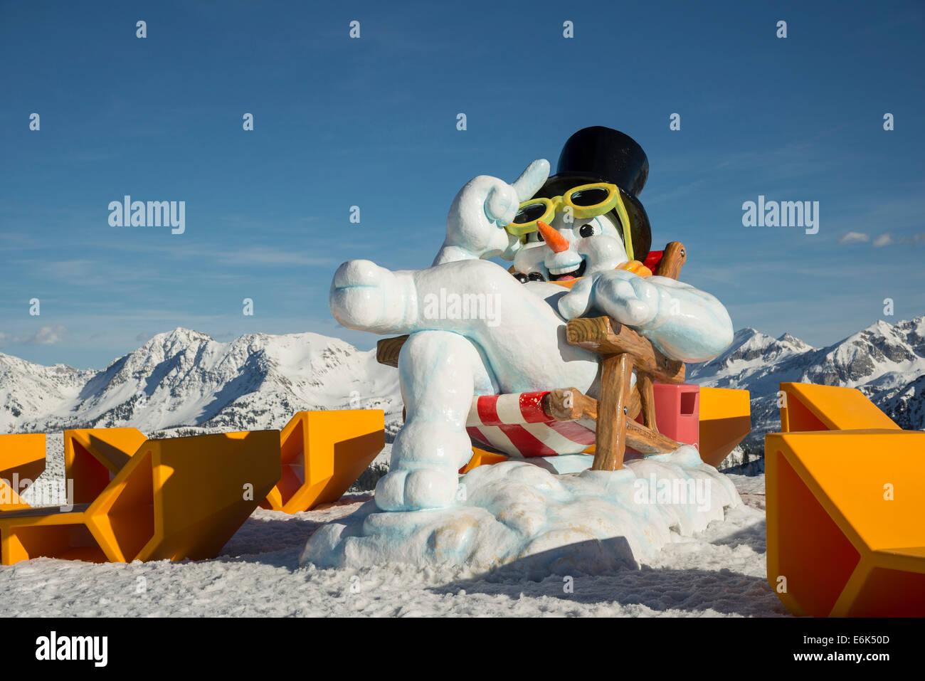 Oversized snowman sculpture at Gamskogel at the Rosskopf mountain station, Zauchensee, Pongau, Tauern, Salzburg, - Stock Image