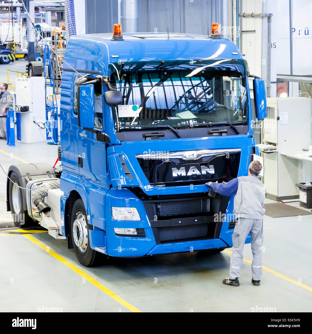 Employee during the final inspection of a truck at MAN Truck and Bus AG, Munich, Upper Bavaria, Bavaria, Germany - Stock Image