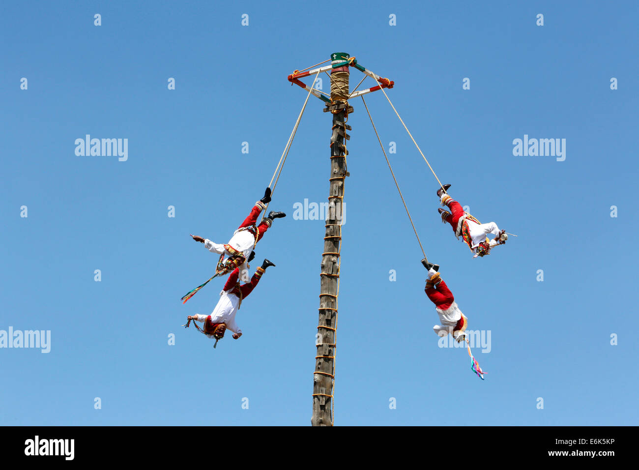 Danza del Volador, artists swinging on a pole, Teotihuacan, State of Mexico, Mexico - Stock Image