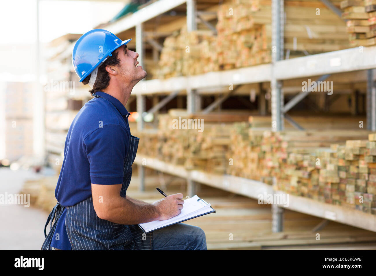 male worker working in warehouse - Stock Image