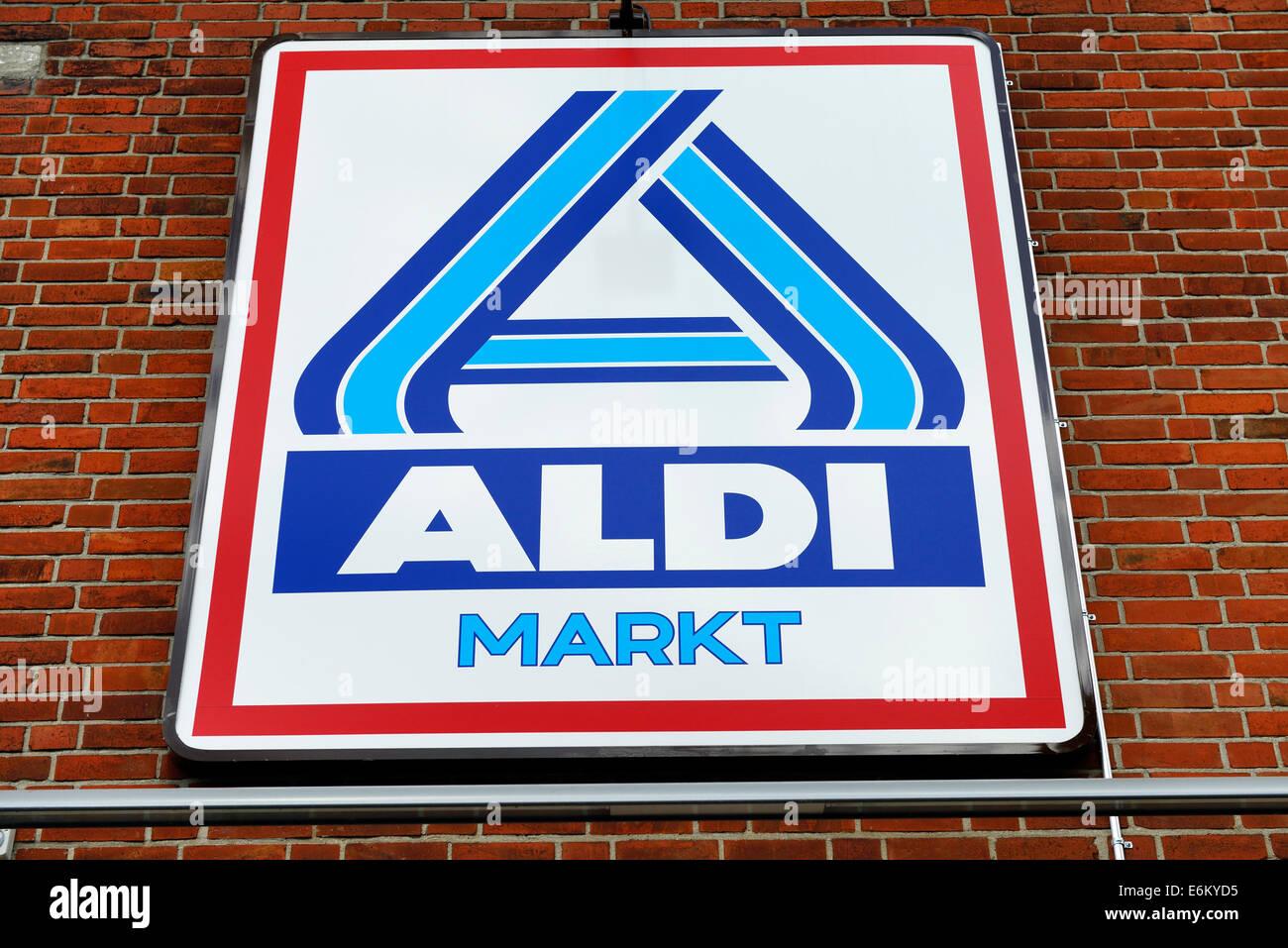 Schild des Lebensmittel-Discounters Aldi - Stock Image