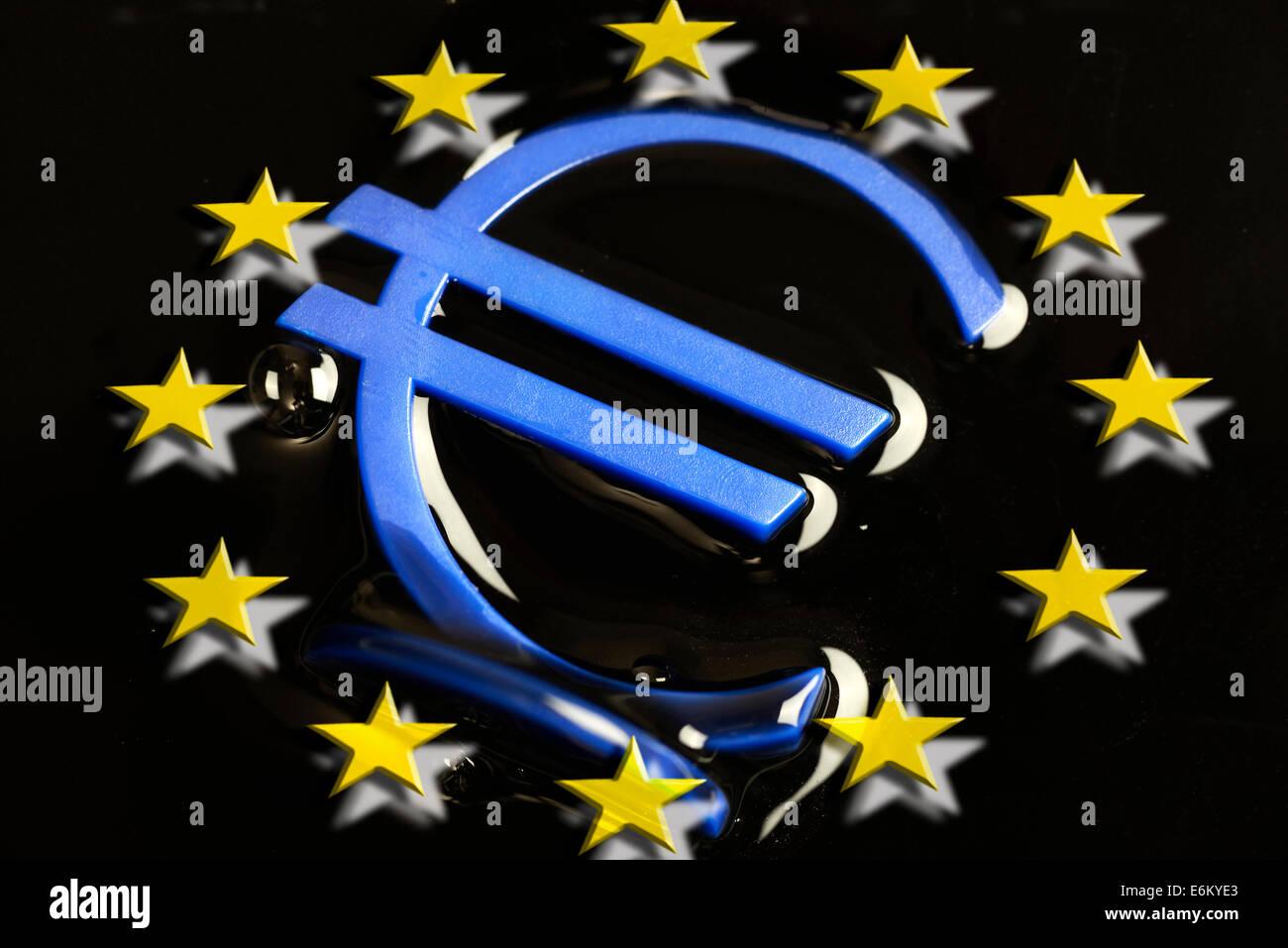 Eurozeichen in dunkler Masse, Eurokrise Stock Photo