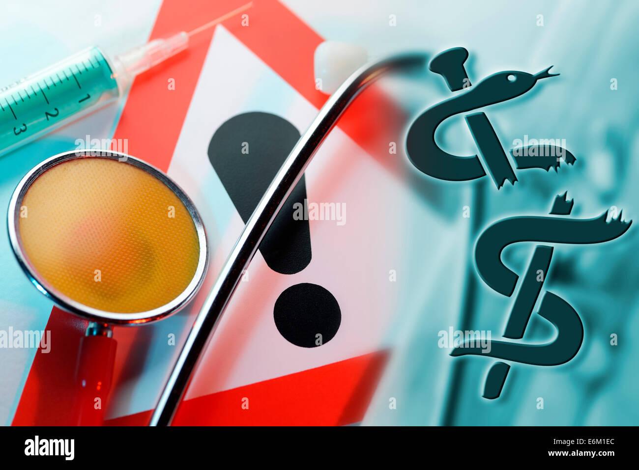 Stethoskop mit zerbrochenem Äskulapstab, Spritze und Warnschild, Symbolfoto medizinischer Behandlungsfehler Stock Photo