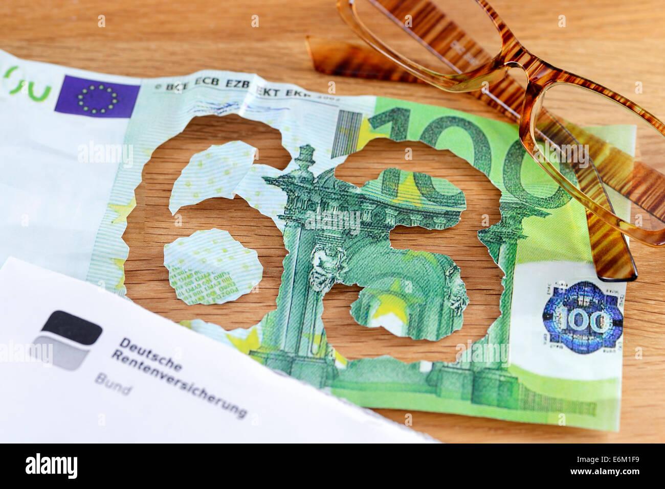 Hundert-Euro-Schein mit herausgerissener Zahl 63, Rente mit 63 Stock Photo