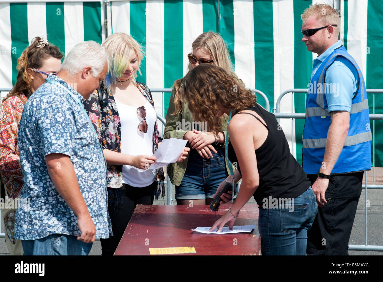 visitors arrive at security at the victorious festival 2014 southsea england uk Stock Photo