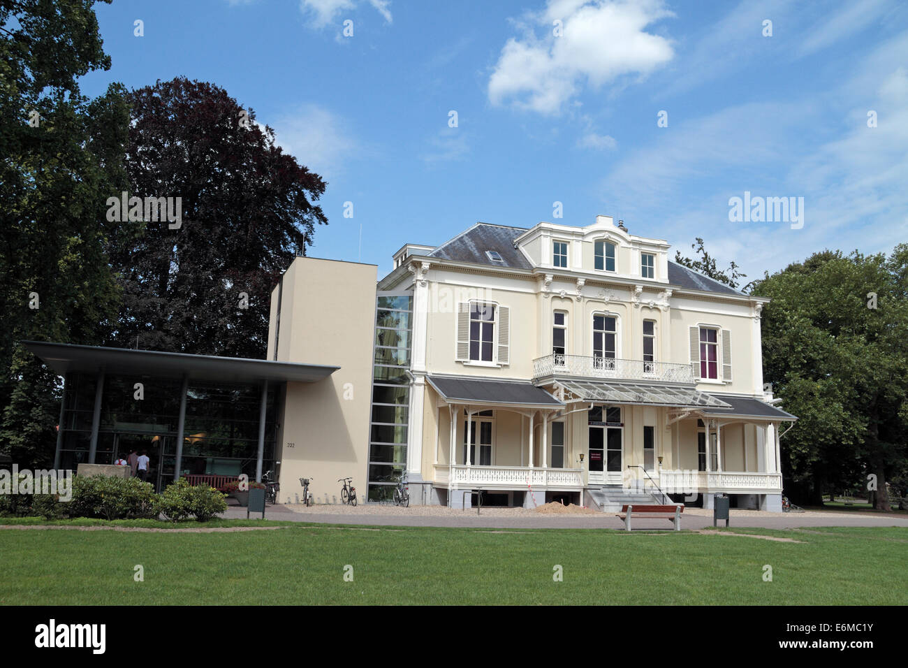 The Hartenstein (rear view), home to the Airborne Museum in Oosterbeek, near Arnhem, Gelderland, Netherlands. - Stock Image