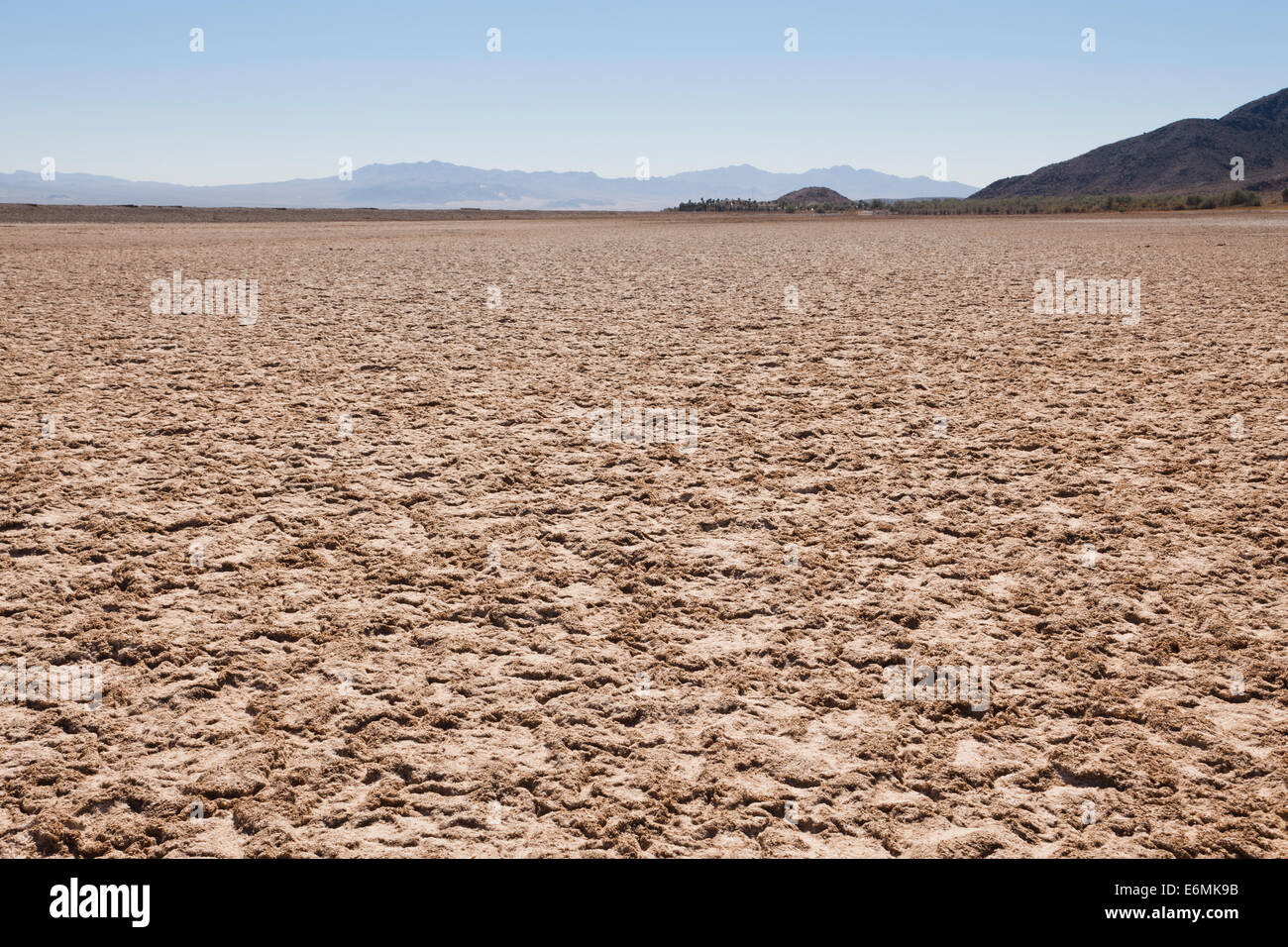 Dry lake bed in the American Southwest desert - Mojave Desert, USA - Stock Image