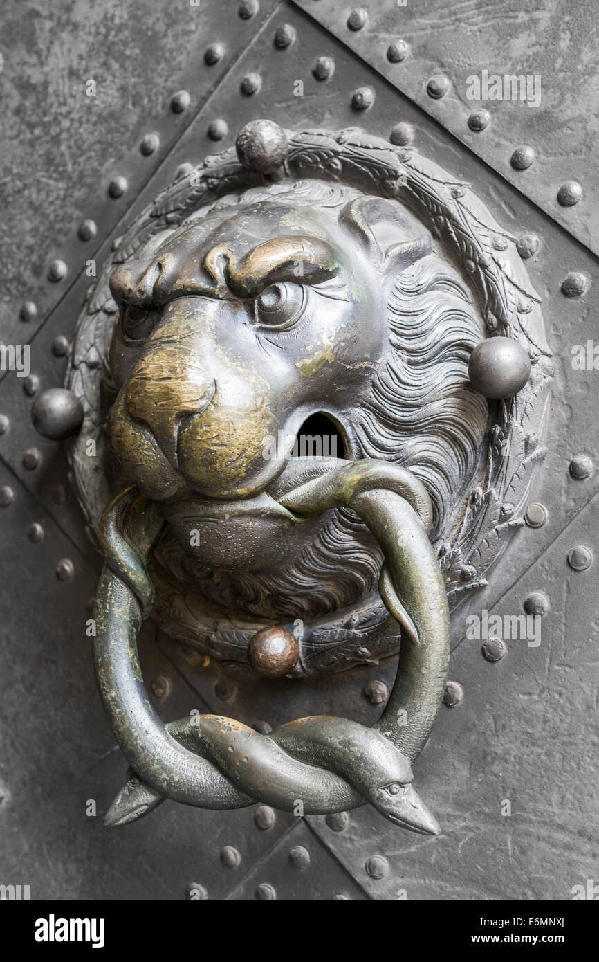 Beau Historical Door Knocker, Lionu0027s Head With Two Snakes In Its Mouth, Historic  Centre, Dresden, Saxony, Germany