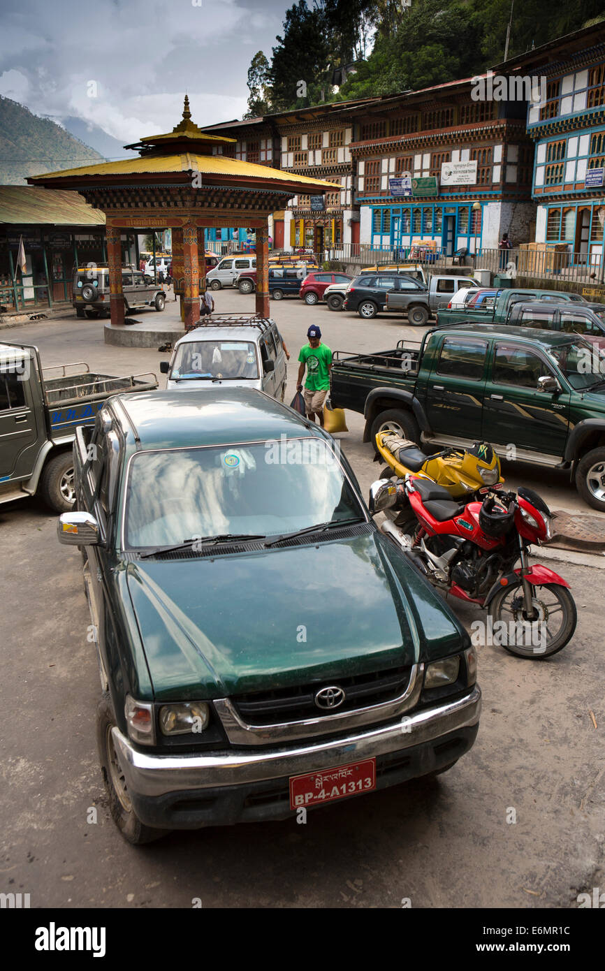 Eastern Bhutan, Trashigang, vehicles parked at shops in main bazaar - Stock Image