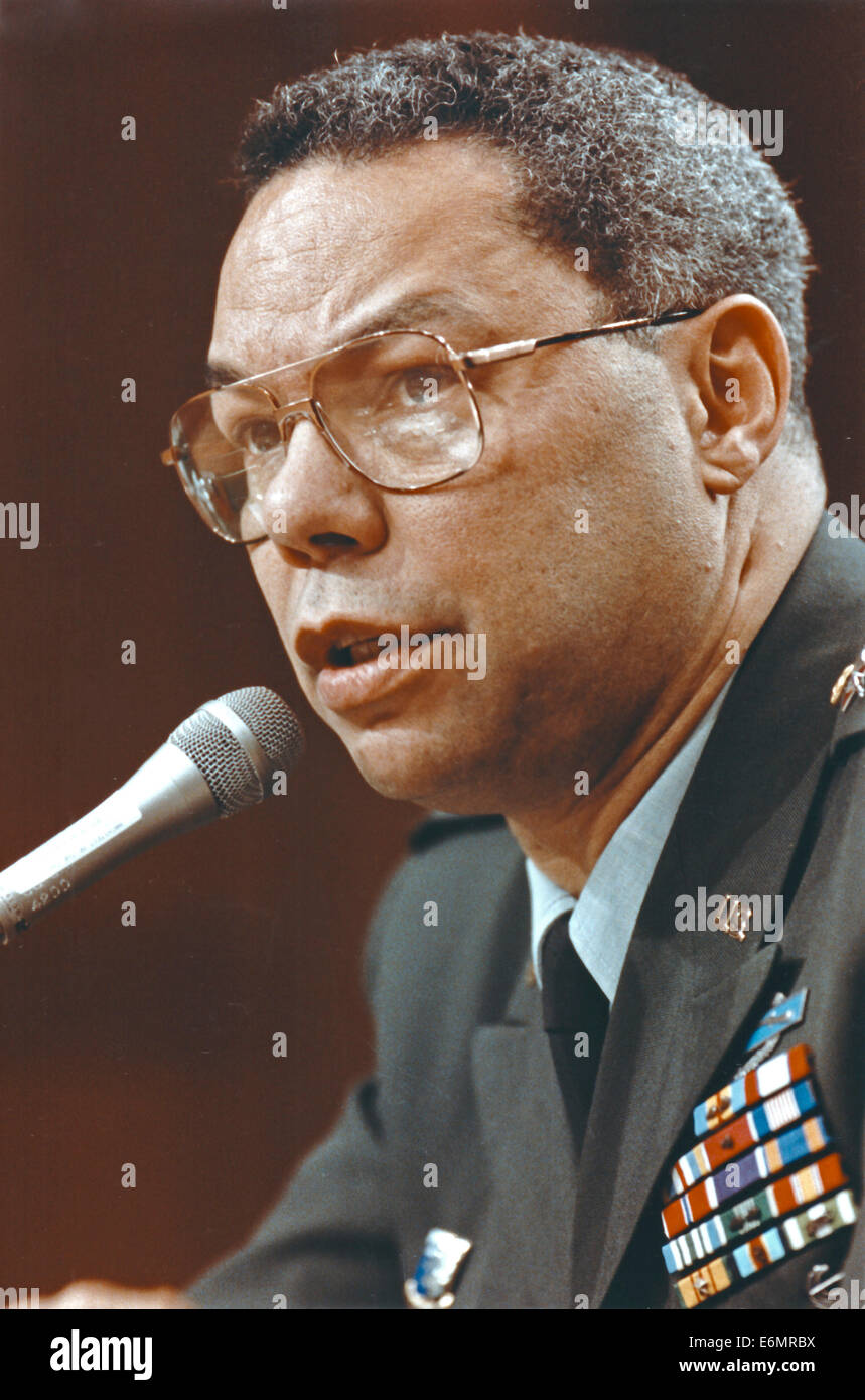 General Colin L. Powell, United States Army, Chairman of the Joint Chiefs of Staff, testifies before the U.S. Senate - Stock Image