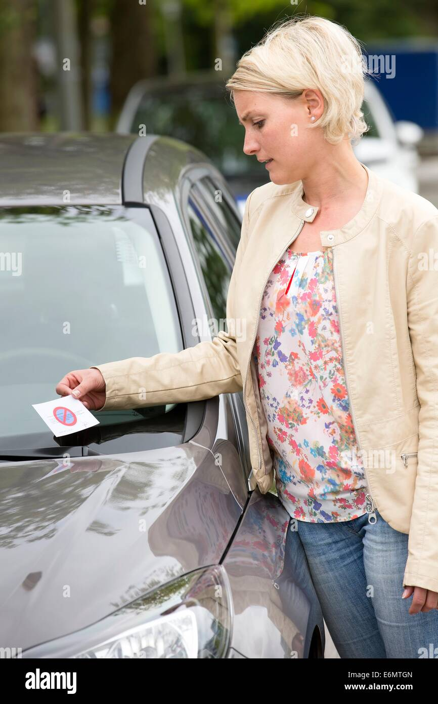 Female car driver gets a fine - Stock Image