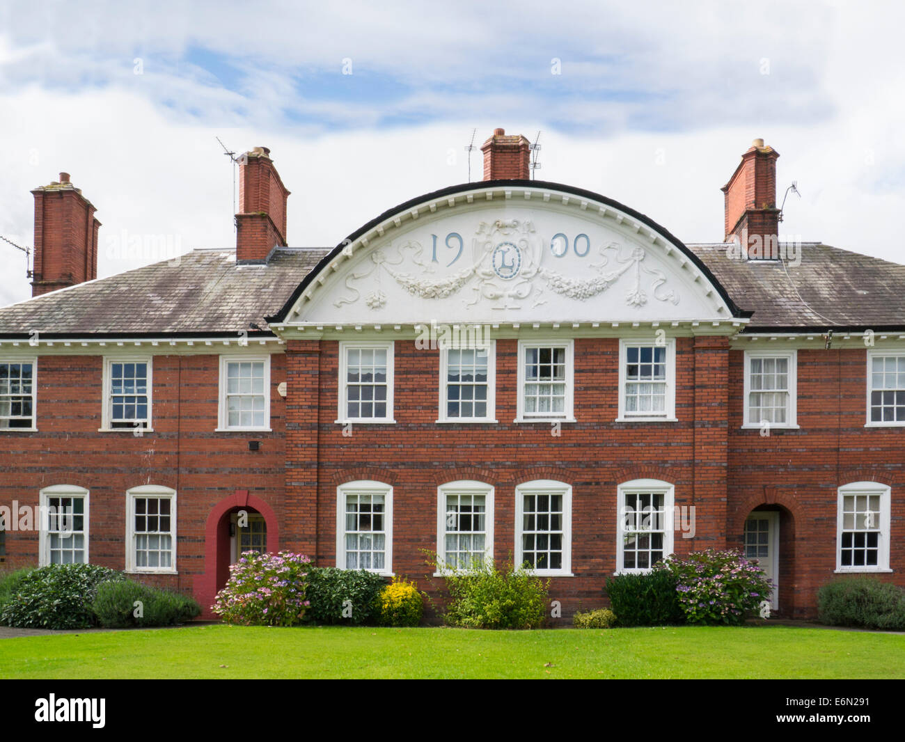 Port Sunlight  Wirral Merseyside homes built for employees by William Hesketh Lever in  model village designed by - Stock Image