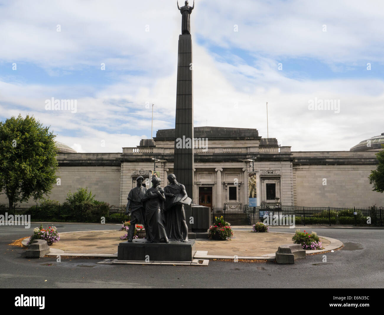 Leverhulme memorial commemorates life of William Hesketh Lever businessman created Port Sunlight factory and model - Stock Image