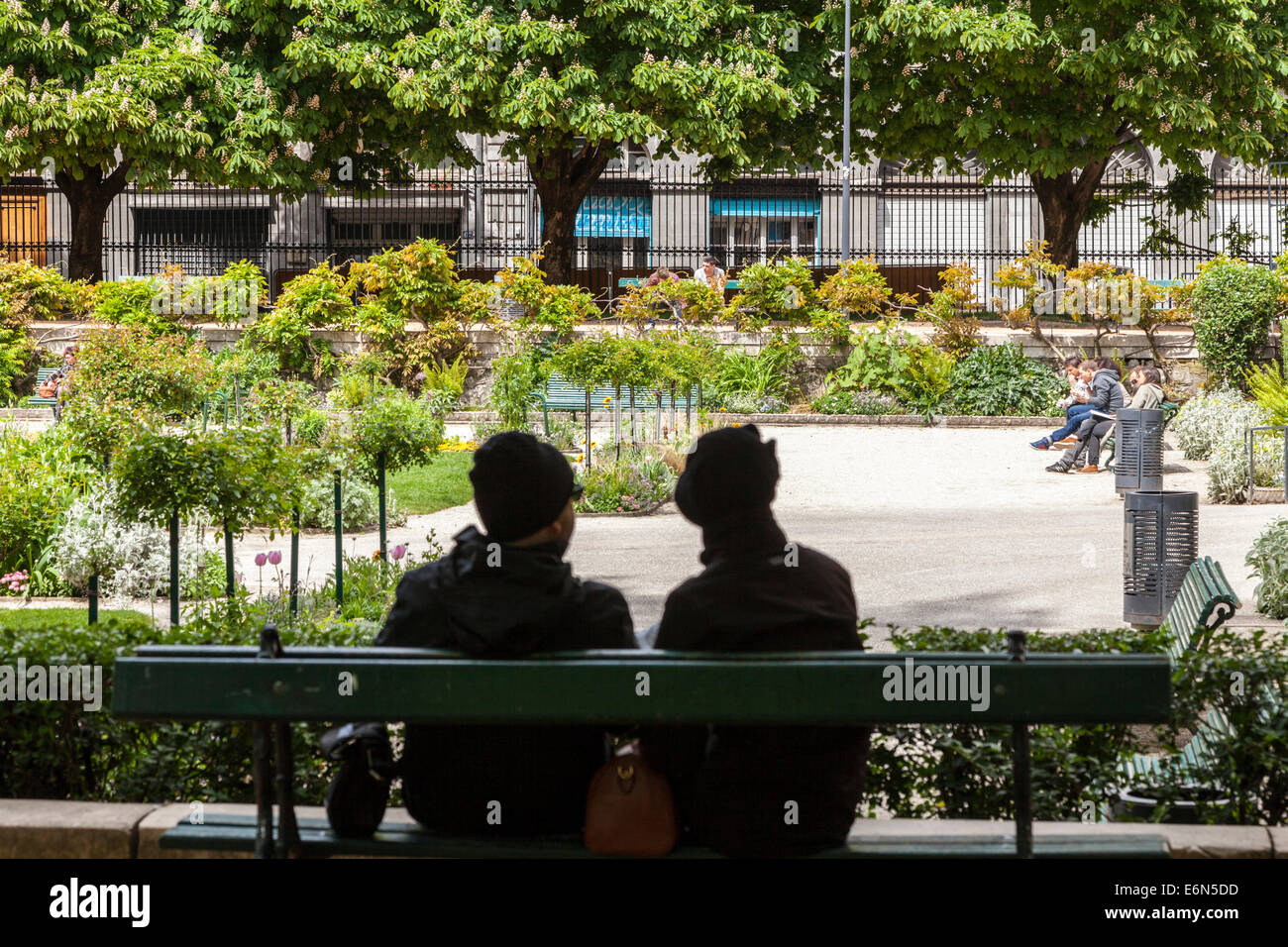 People sitting out in the public parks, Grenoble, Rhone-Alpes, France - Stock Image