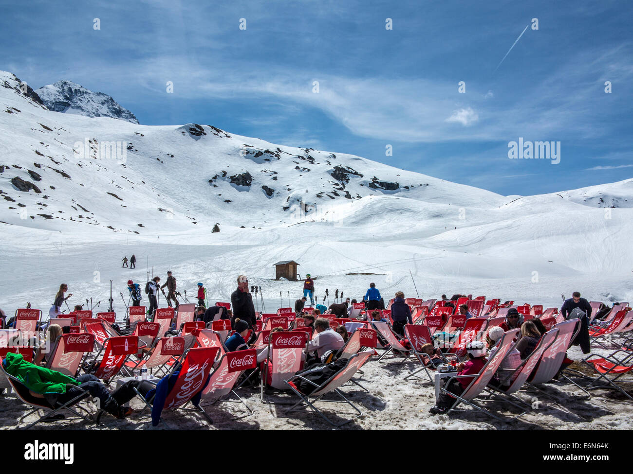 Sitting outside in the sunshine on the mountain in Les Arcs 2000 ski resort, Les Arcs, Savoie, Rhone Alpes, France - Stock Image