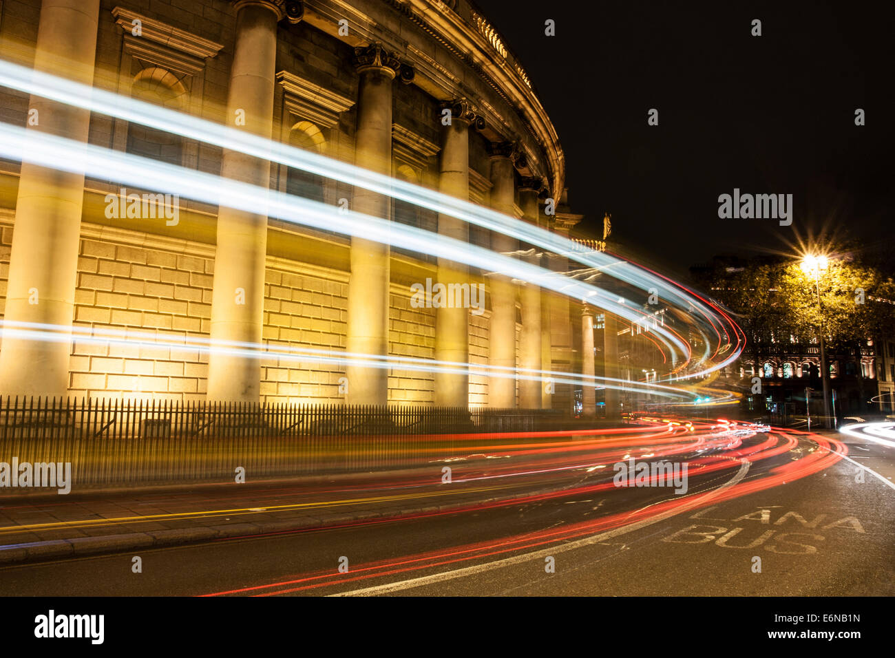 The Bank of Ireland building, Dame Street, Dublin with light streaks from passing traffic - Stock Image