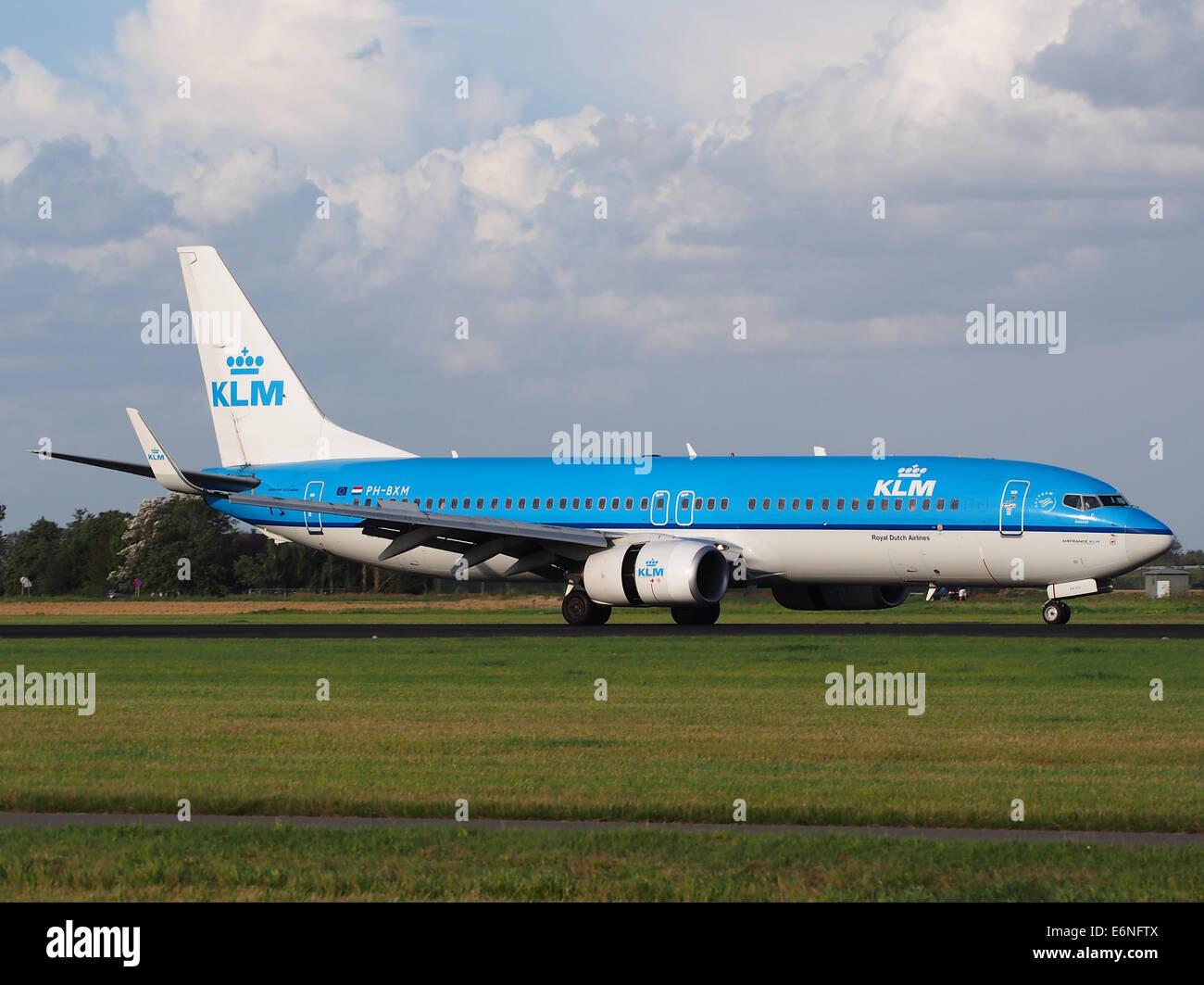 PH BXM KLM Royal Dutch Airlines Boeing 737 8K2WL 11Aug2014 Landing At Schiphol AMS
