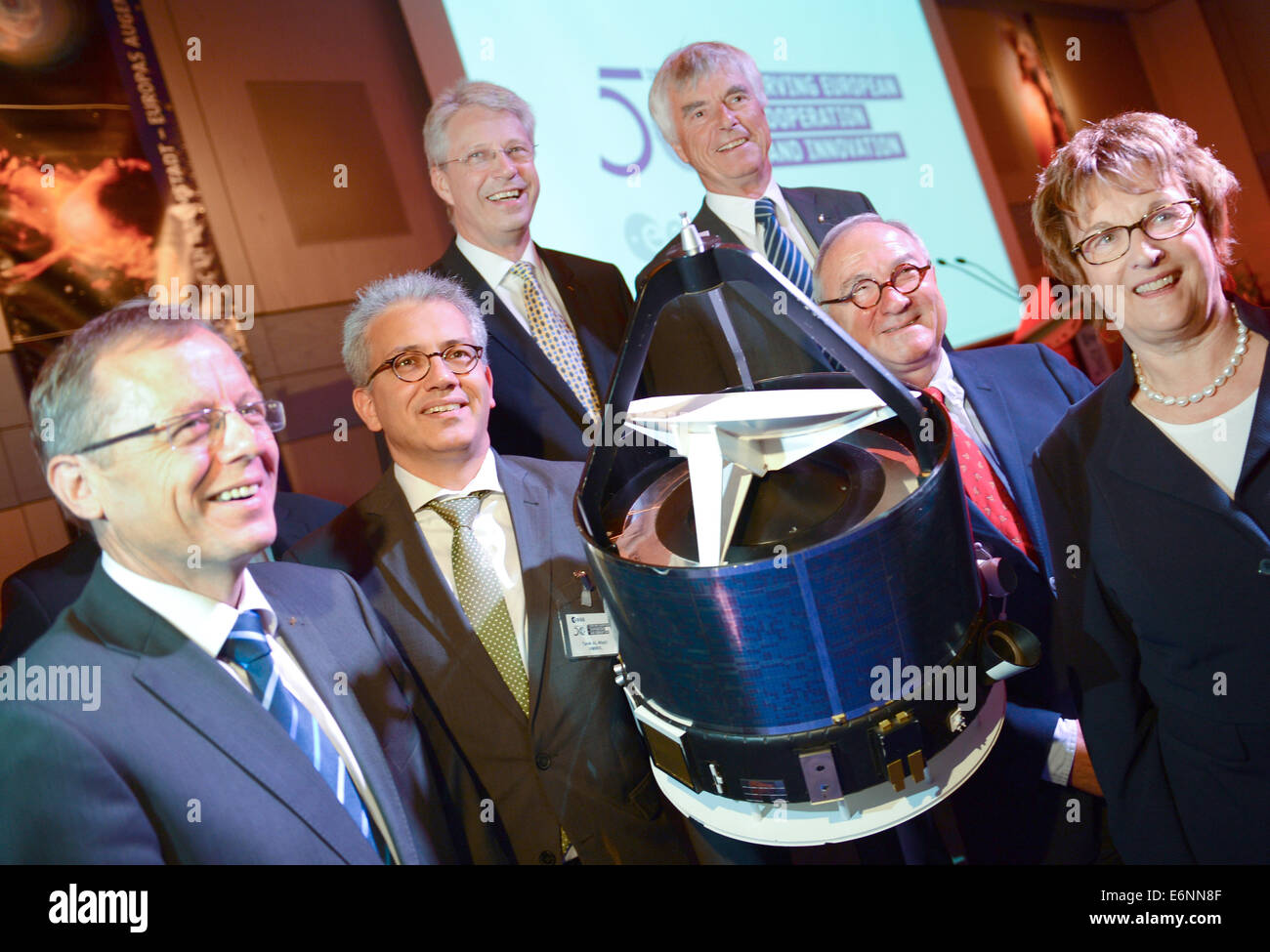 Chairman of the German Aerospace Center (DLR) Johann-Dietrich Woerner (L-R), Economics Minister of Hesse Tarek Al - Stock Image