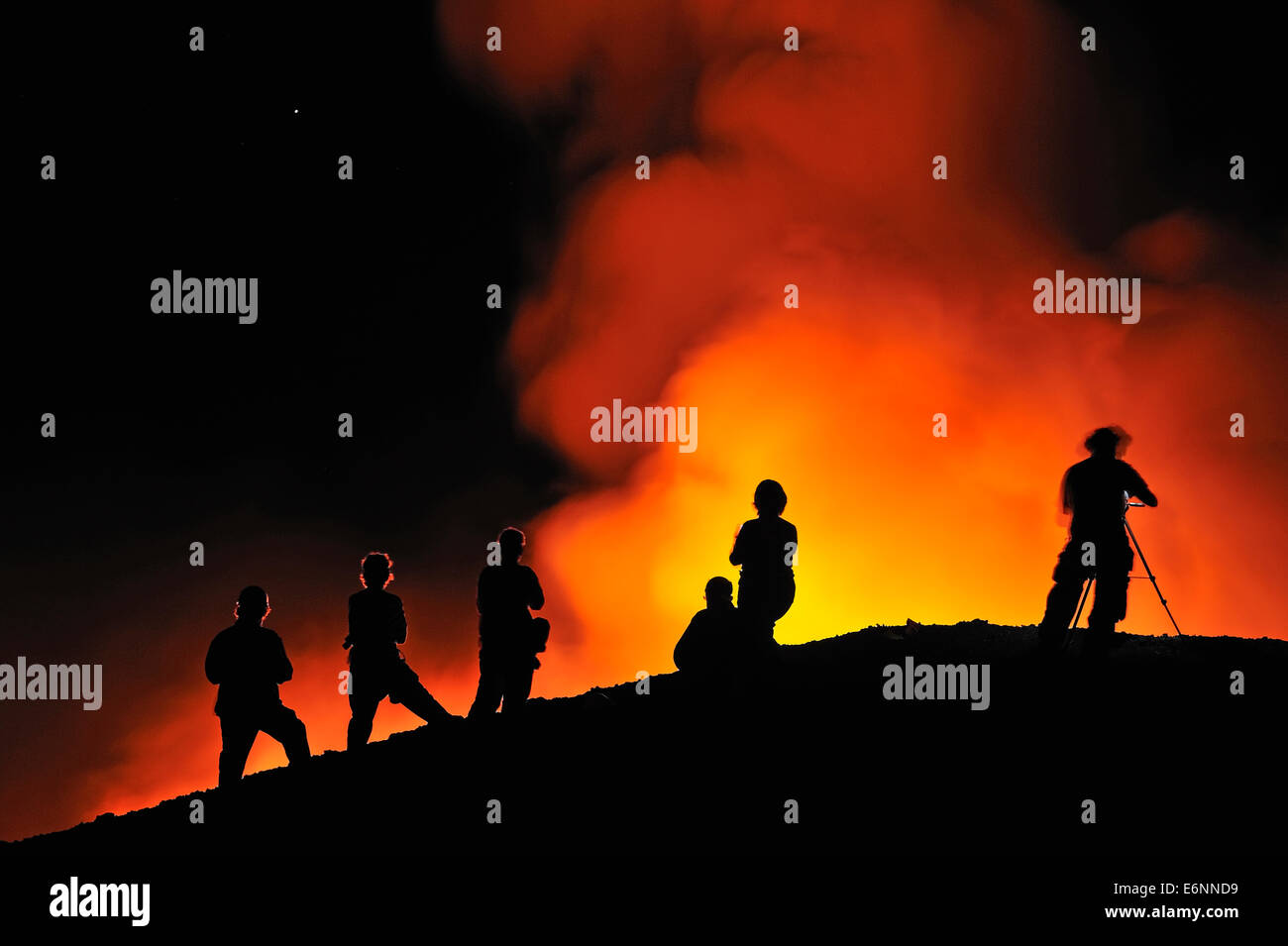 Hawaii Volcanoes National Park - People watching lava flowing to the sea from Kilauea Volcano, Big Island, Hawaii, - Stock Image