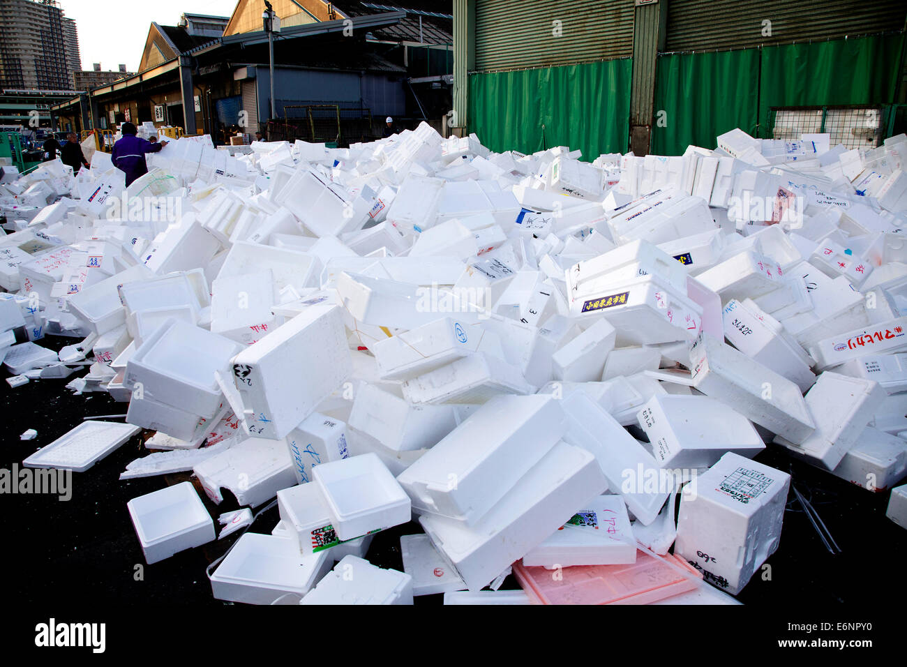 Tsukiji fish market, Tokyo, Japan, Asia, the largest wholesale seafood market in the world. Empty boxes - Stock Image