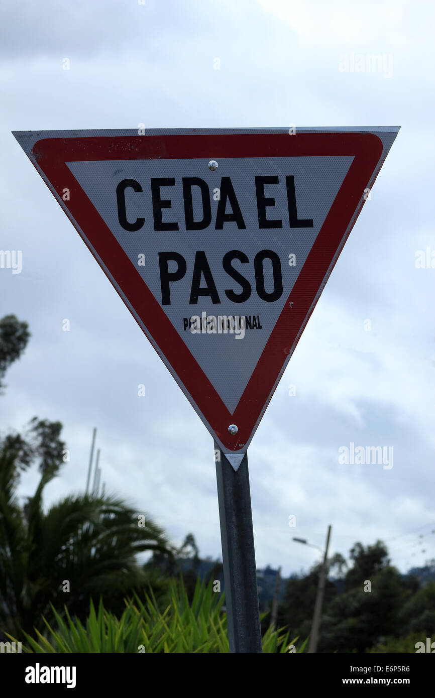 A Spanish language yield sign on the side of a road in Ibarra, Ecuador - Stock Image