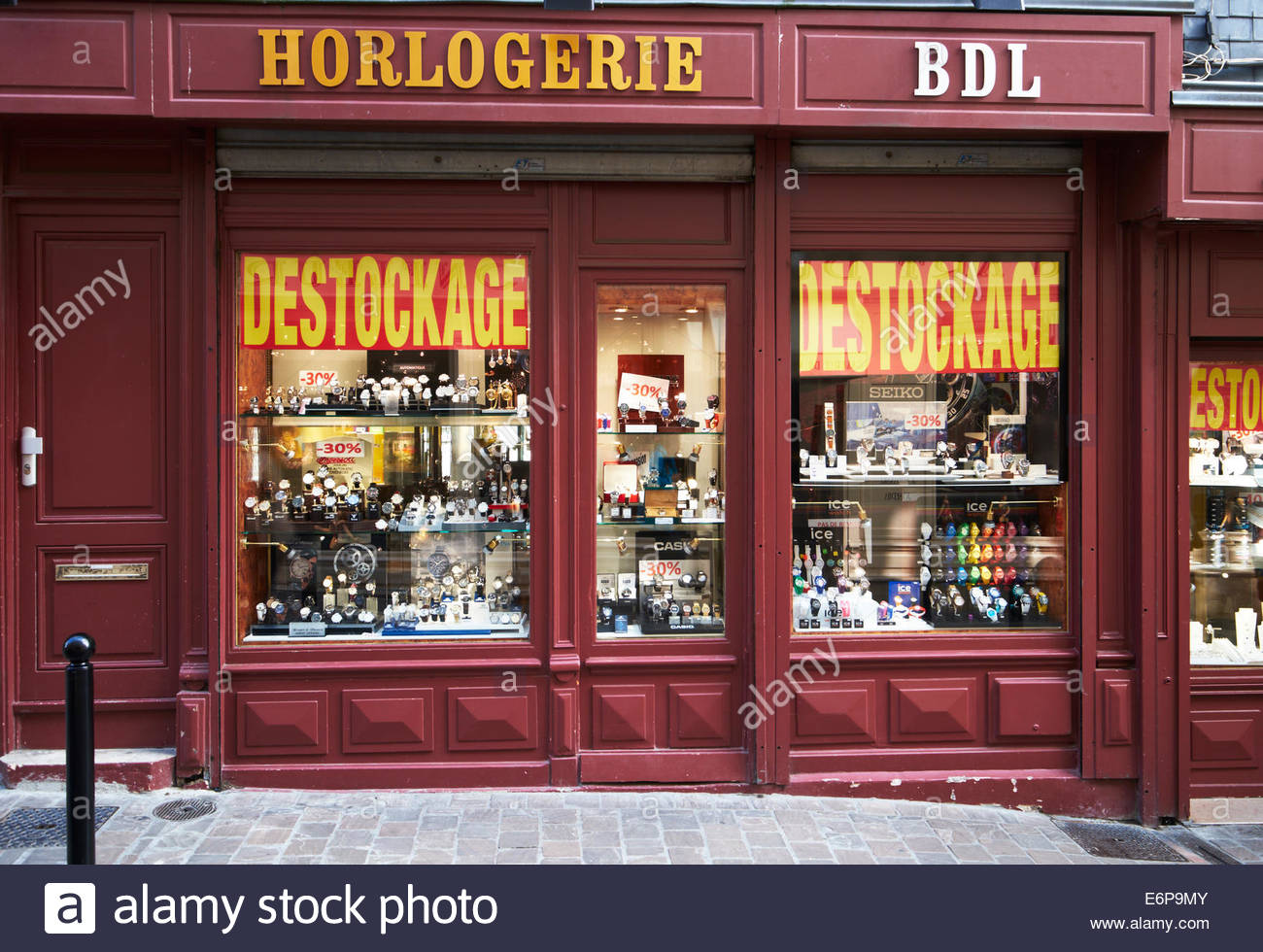 Honfleur, France. Watch and Clock, horologist or watch maker, clockmaker, shop stock clearance sale Horlogerie Destockage - Stock Image