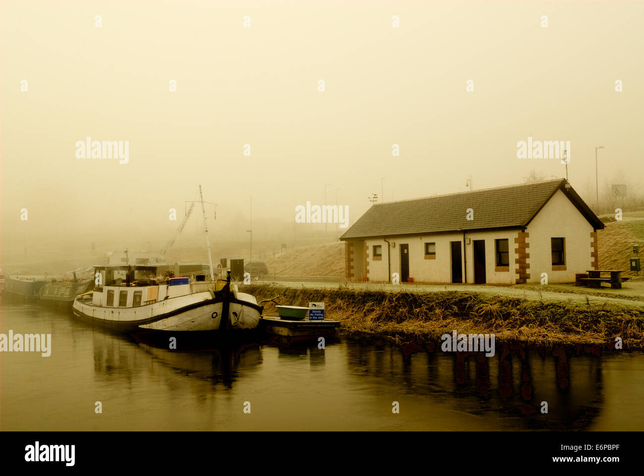 Boat Moored at Auchinstarry marina on a very foggy day. - Stock Image