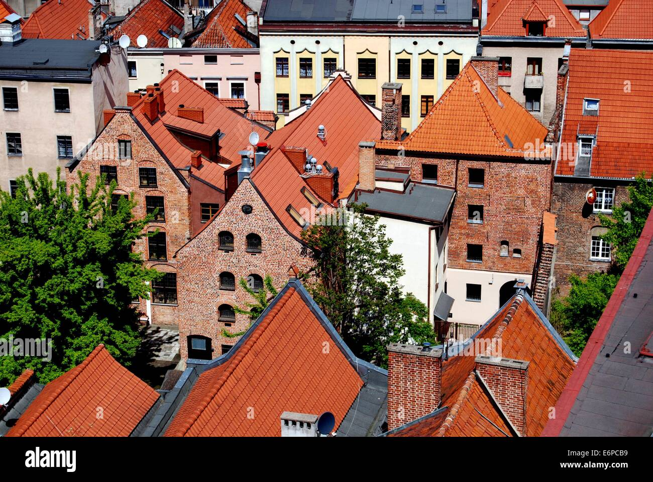 TORUN, POLAND:  View of the handsome 17th and 18th century houses seen from the Town Hall (Rathaus Staromiejski) - Stock Image