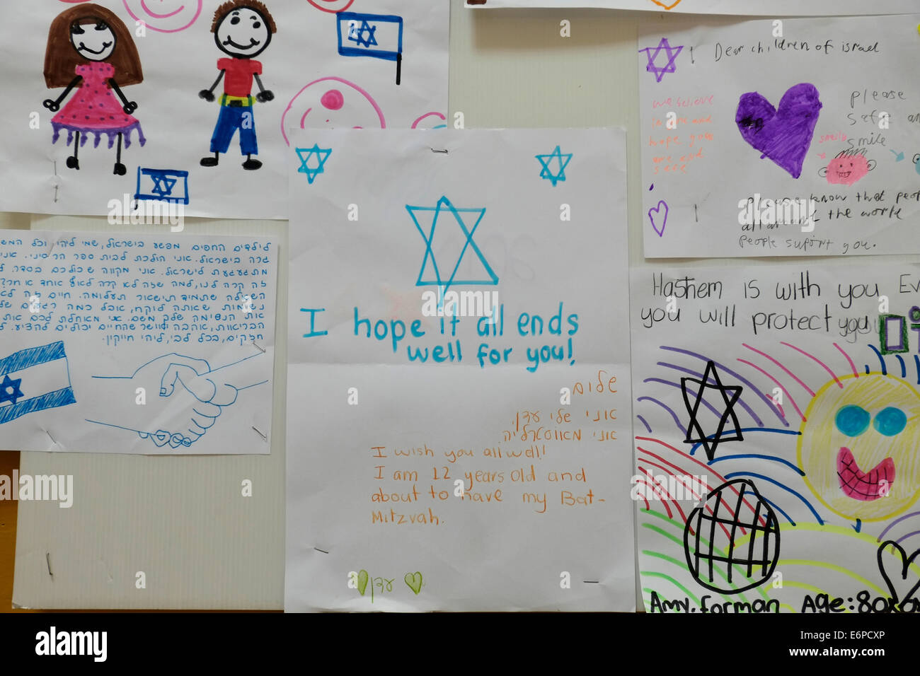 Netiv Haasara, Israel. 28th Aug, 2014. Support letters written from Jewish communities abroad to the children of - Stock Image