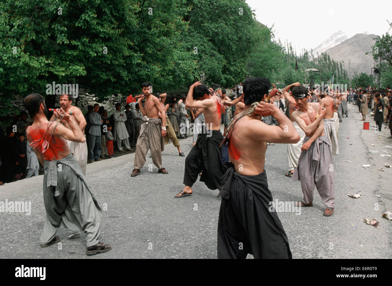 Shiite men commemorating the muslim festival of Ashura ( Pakistan) - Stock Image